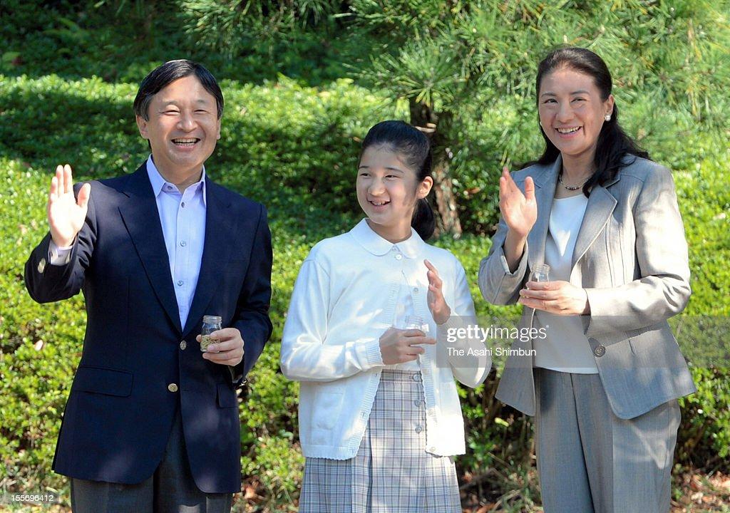 Crown Prince Naruhito Crown Princess Masako and their daughter Princess Aiko wave during their visit to Shiosai Park on November 7 2012 in Hayama...