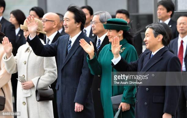 Crown Prince Naruhito Crown Princess Masako Prince Akishino and Princess Kiko of Akishino wave to Emperor Akihito and Empress Michiko at Haneda...