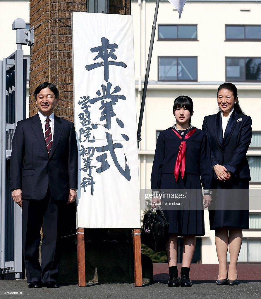 Crown Prince Naruhito Princess Aiko and Crown Princess Masako pose for photographs as they attend Princess Aiko's graduation ceremony at Gakushuin...