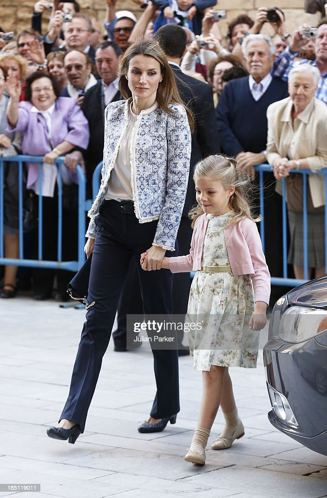 Crown Princess <a gi-track='captionPersonalityLinkClicked' href=/galleries/search?phrase=Letizia+of+Spain&family=editorial&specificpeople=158373 ng-click='$event.stopPropagation()'>Letizia of Spain</a> and Princess Sofia attend the Easter Sunday Church Service at Palma Cathedral on March 31, 2013 in Mallorca, Spain.