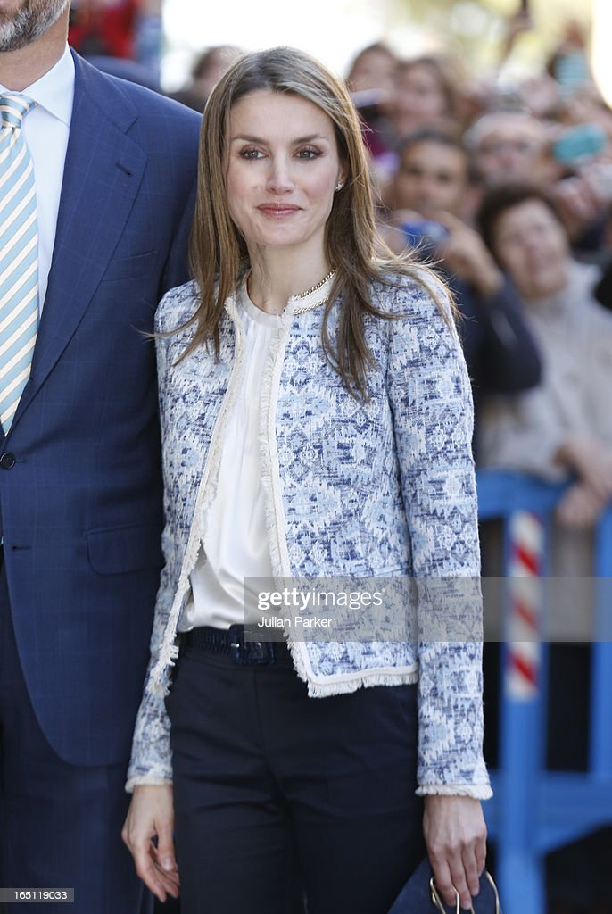 Crown Princess <a gi-track='captionPersonalityLinkClicked' href=/galleries/search?phrase=Letizia+of+Spain&family=editorial&specificpeople=158373 ng-click='$event.stopPropagation()'>Letizia of Spain</a> attends the Easter Sunday Church Service, at Palma Cathedral on March 31, 2013 in Mallorca, Spain.
