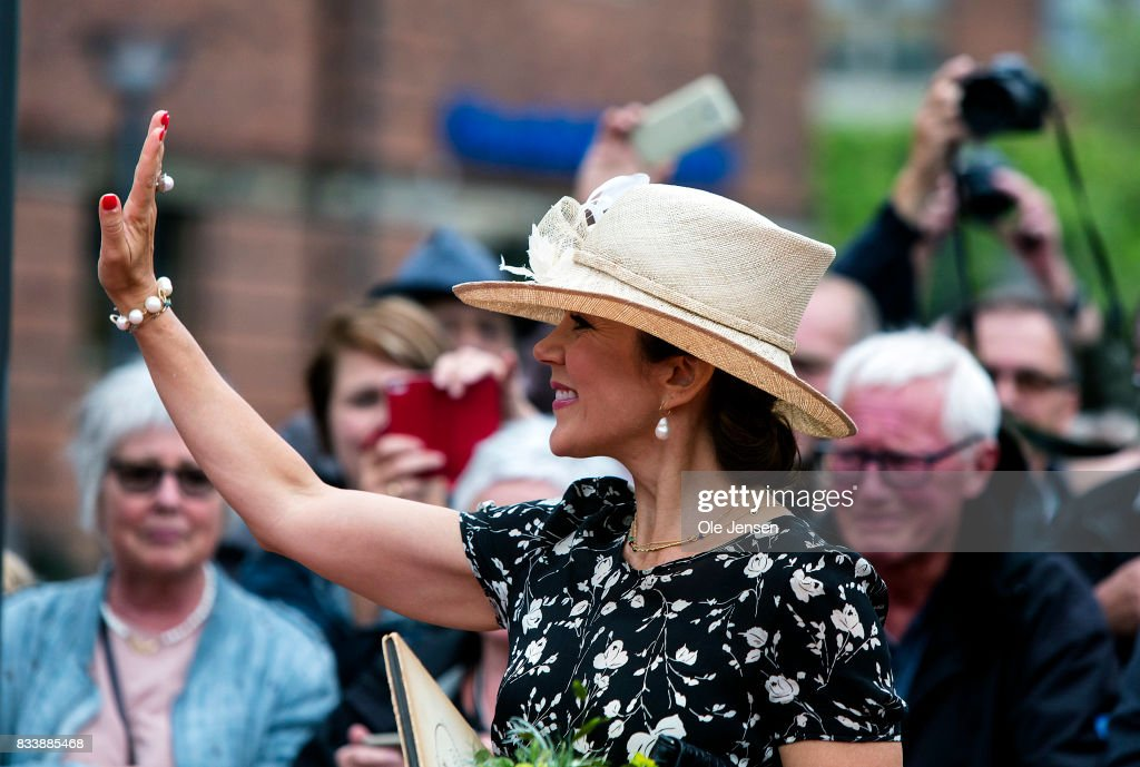 Crown Princess Mary arrives to Odense Flower Festival which she is to open officially and where she is to be presented to a new developed rose on August 17, 2017 in Odense, Denmark. The festival opens today and ends August 20 and takes place all over the inner city with some 100.000 plants made up with the theme 'What a Woinderful World' and urban gardening.