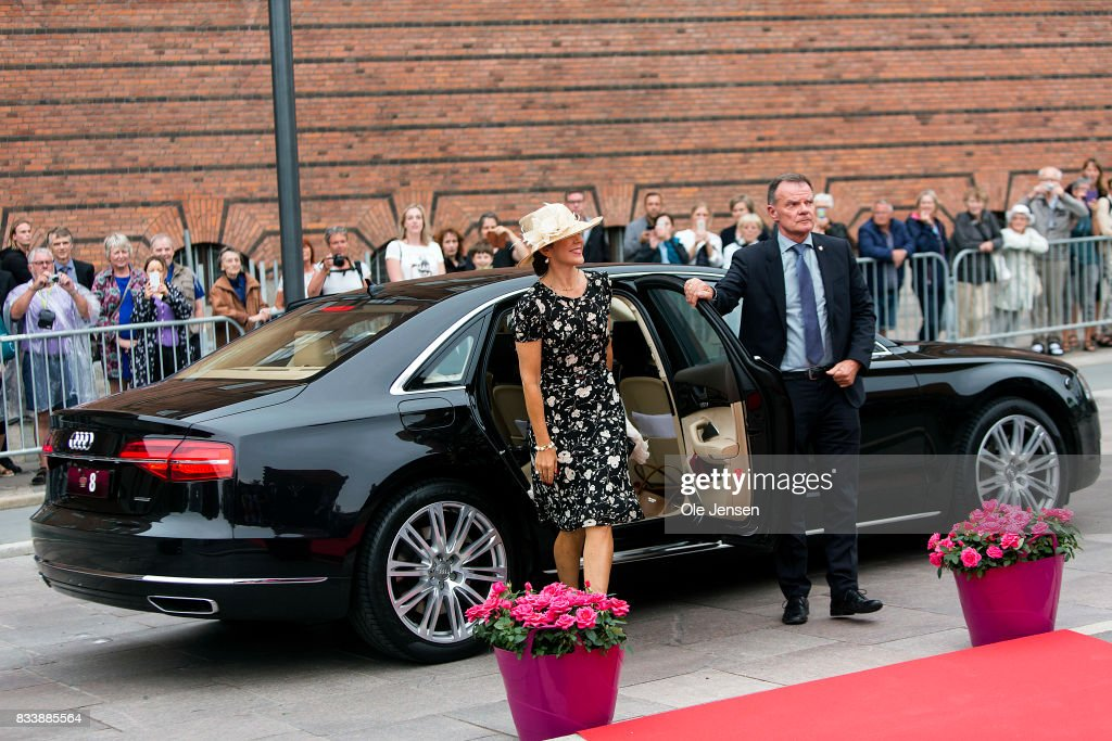 http://media.gettyimages.com/photos/crown-princess-mary-arrives-to-odense-flower-festival-which-she-is-to-picture-id833885564