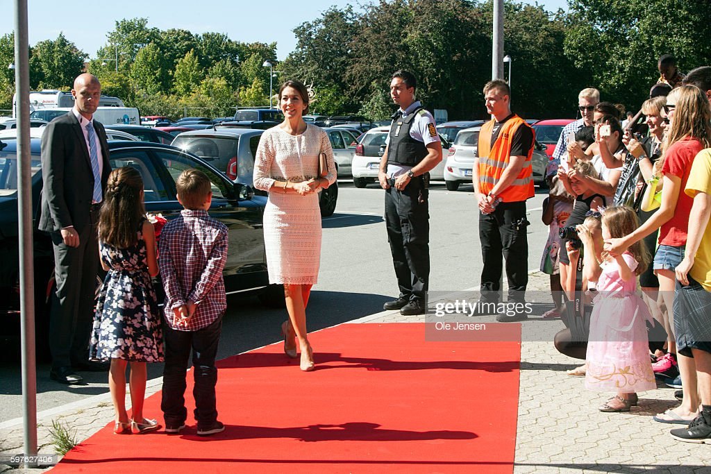 crown-princess-mary-arrives-to-the-city-of-glostrups-850-year-in-on-picture-id597627406