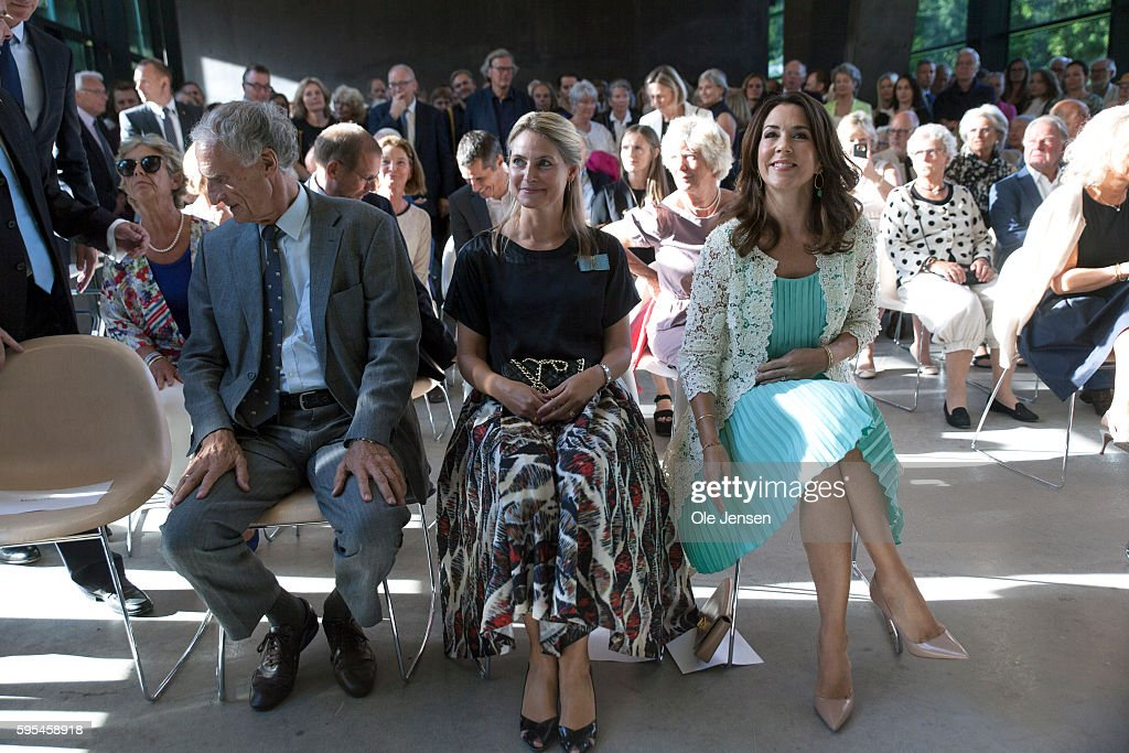 crown-princess-mary-attends-preview-of-french-painter-monet-at-in-picture-id595458918