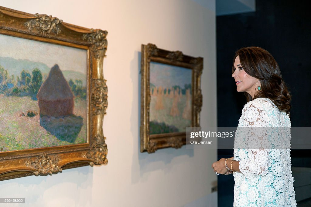 crown-princess-mary-attends-preview-of-french-painter-monet-at-in-picture-id595458922