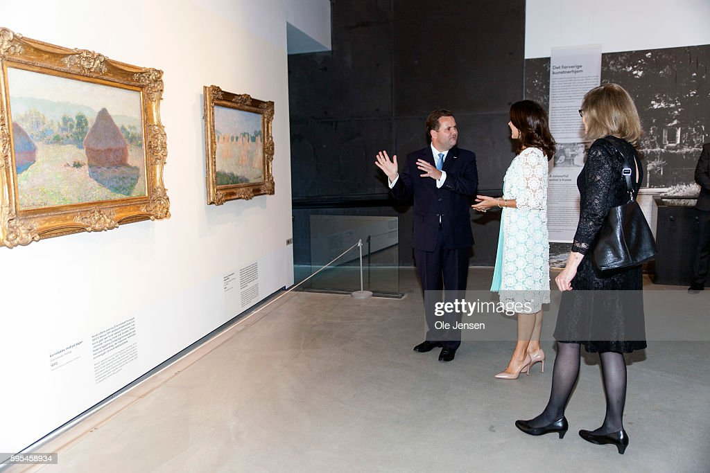 crown-princess-mary-attends-preview-of-french-painter-monet-at-in-picture-id595458934