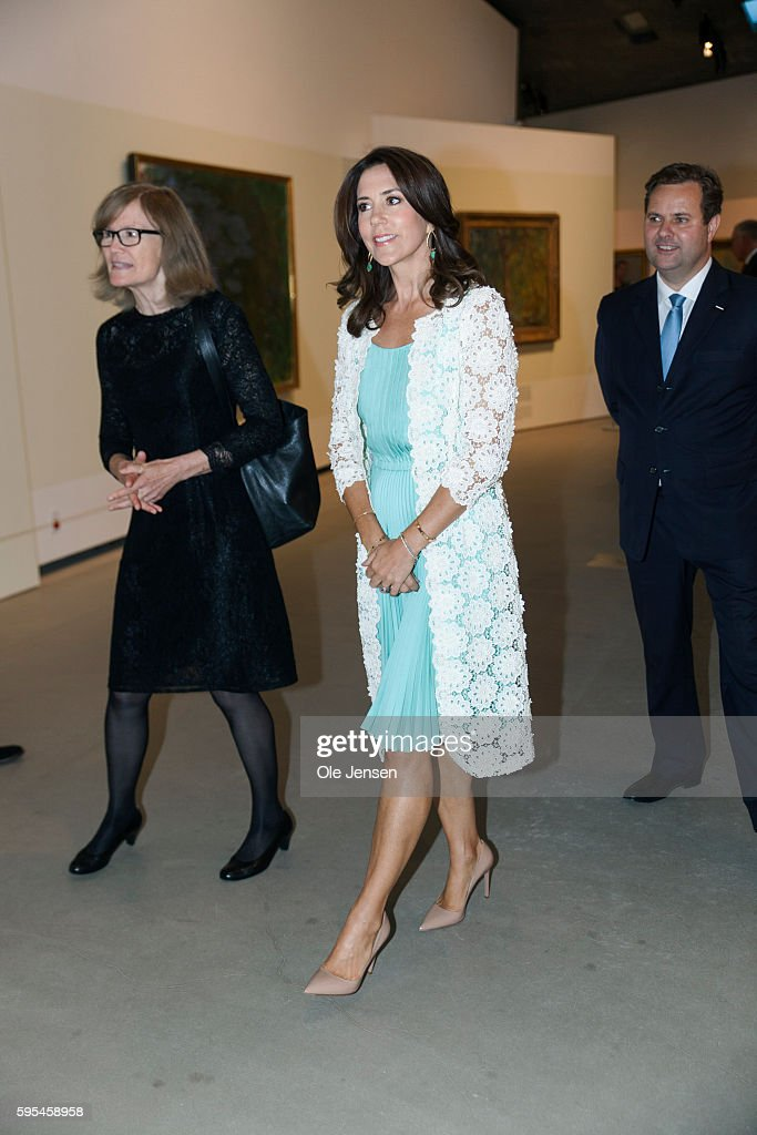 crown-princess-mary-attends-preview-of-french-painter-monet-at-in-picture-id595458958