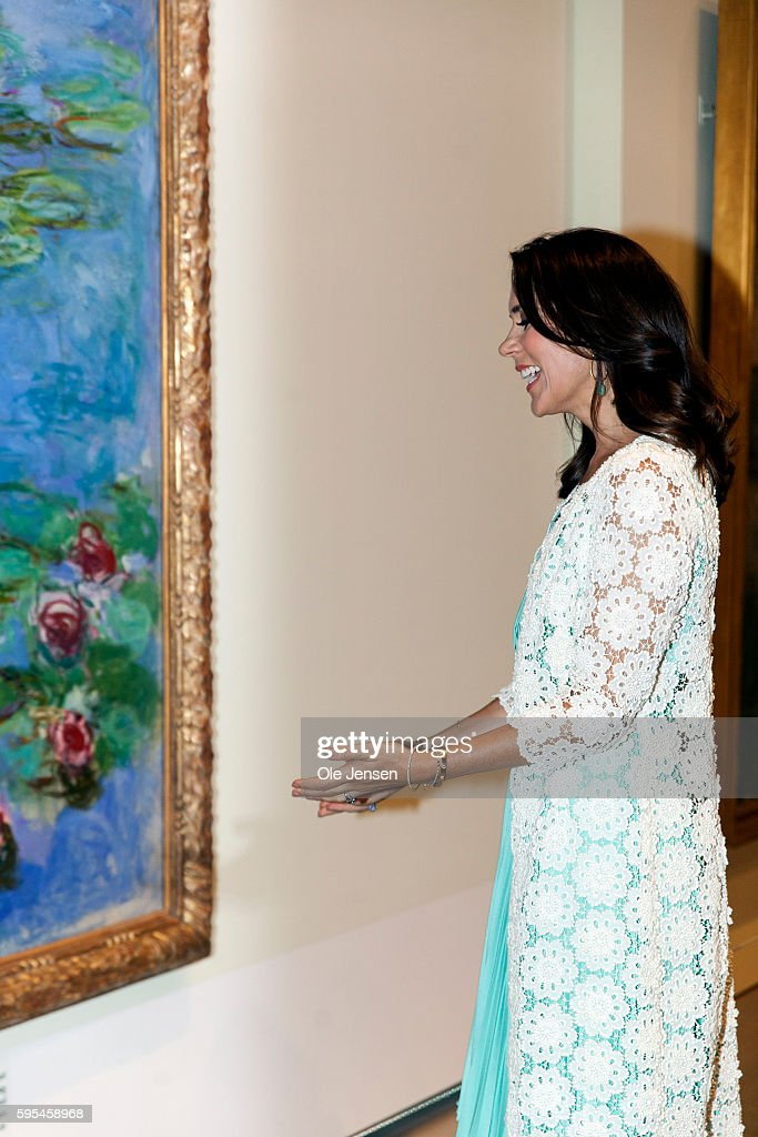 crown-princess-mary-attends-preview-of-french-painter-monet-at-in-picture-id595458968