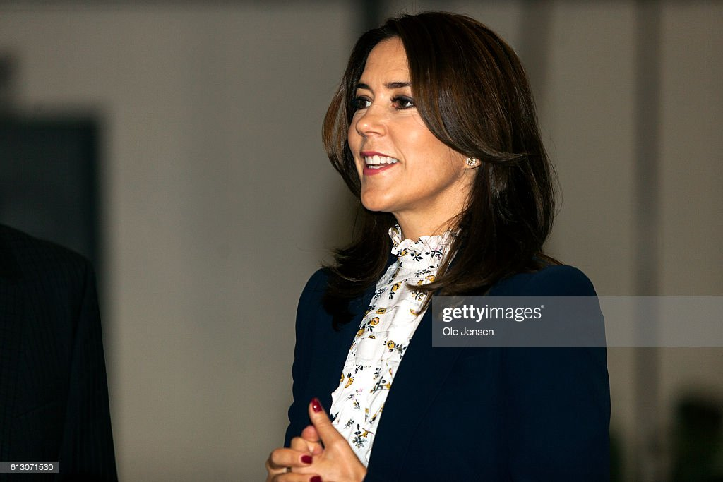 crown-princess-mary-during-her-visit-to-roskilde-vocational-school-picture-id613071530