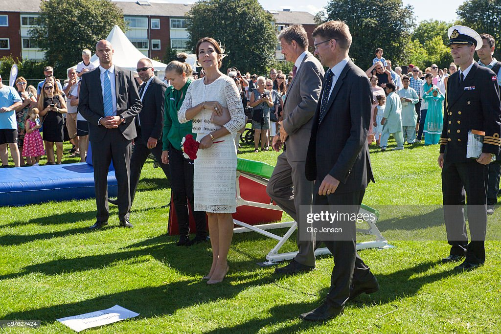 crown-princess-mary-during-her-visit-to-the-city-of-glostrups-850-picture-id597627424