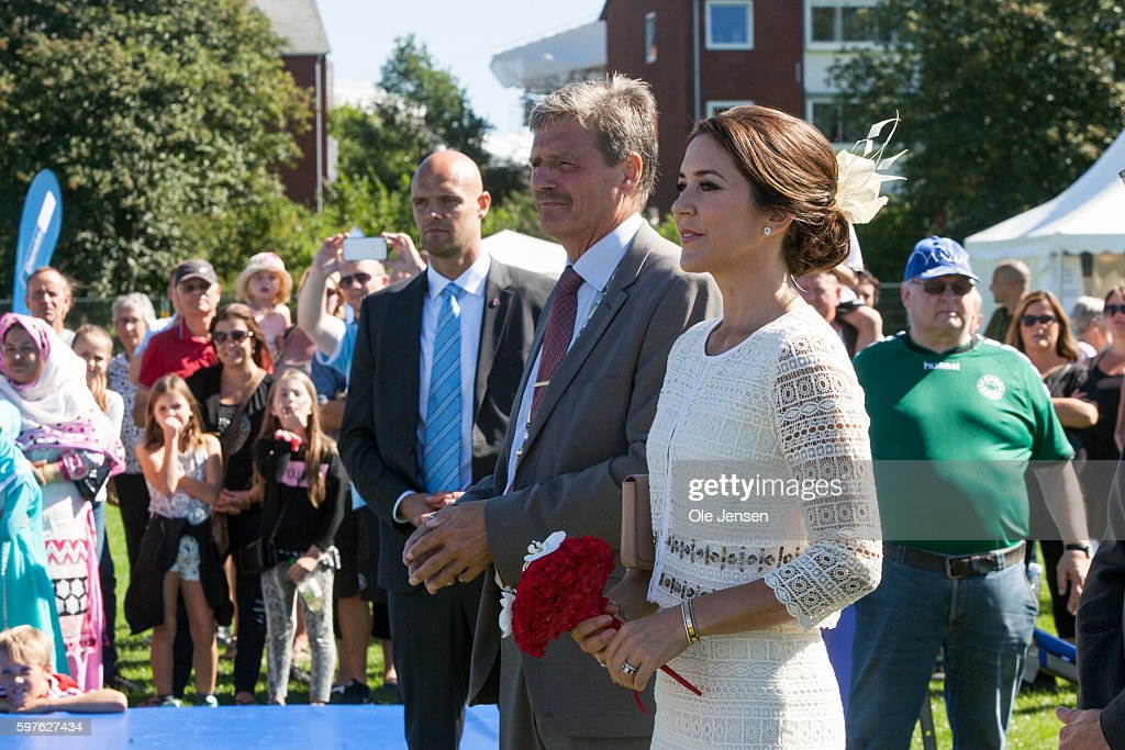 crown-princess-mary-during-her-visit-to-the-city-of-glostrups-850-picture-id597627434