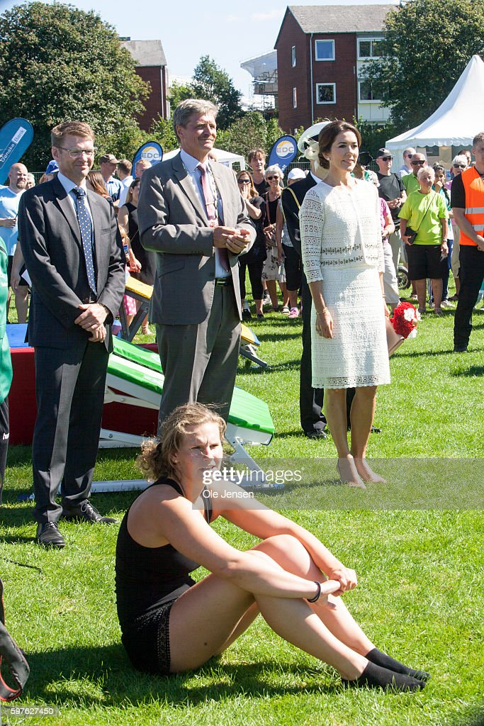 crown-princess-mary-during-her-visit-to-the-city-of-glostrups-850-picture-id597627450