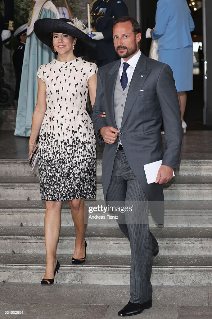 <a gi-track='captionPersonalityLinkClicked' href=/galleries/search?phrase=Crown+Princess+Mette-Marit&family=editorial&specificpeople=171288 ng-click='$event.stopPropagation()'>Crown Princess Mette-Marit</a> of Norway and <a gi-track='captionPersonalityLinkClicked' href=/galleries/search?phrase=Crown+Prince+Haakon+of+Norway&family=editorial&specificpeople=158362 ng-click='$event.stopPropagation()'>Crown Prince Haakon of Norway</a> are seen after the christening of Prince Oscar of Sweden at Royal Palace of Stockholm on May 27, 2016 in Stockholm, Sweden.