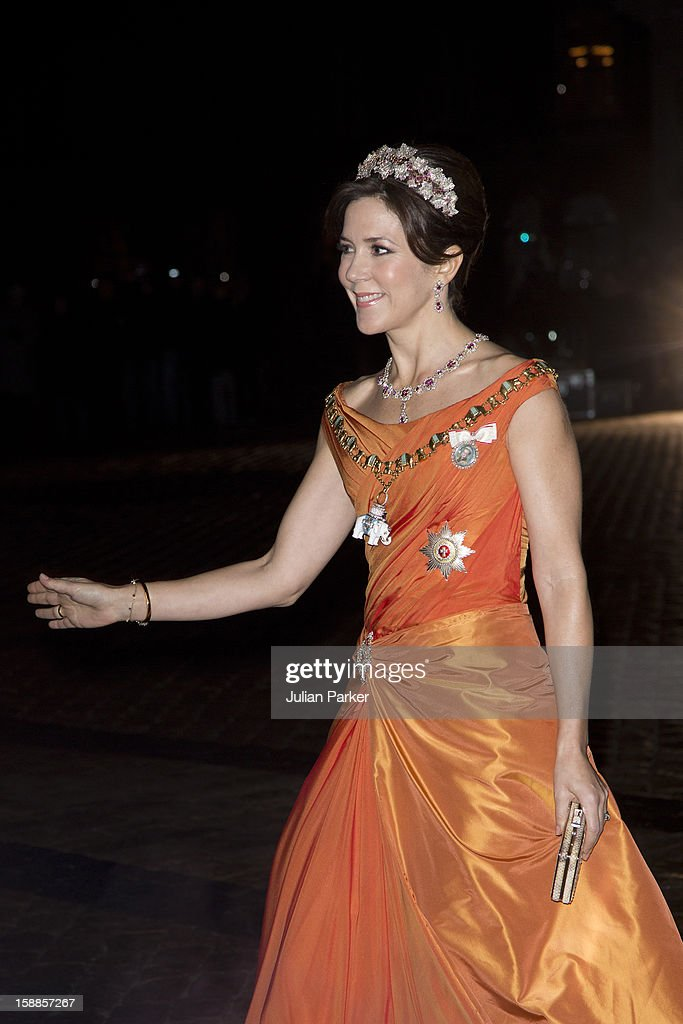 <a gi-track='captionPersonalityLinkClicked' href=/galleries/search?phrase=Crown+Princess+Mary+of+Denmark&family=editorial&specificpeople=158374 ng-click='$event.stopPropagation()'>Crown Princess Mary of Denmark</a> arrives at a New Year's Banquet hosted by Queen Margrethe of Denmark, at Christian VII's Palace, Amalienborg Palace on January 1, 2013 in Copenhagen, Denmark.
