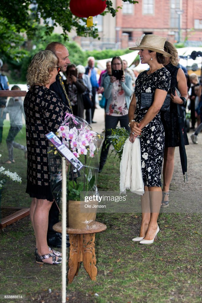 http://media.gettyimages.com/photos/crown-princess-mary-speaks-to-an-exhibitor-at-odense-flower-festival-picture-id833885514