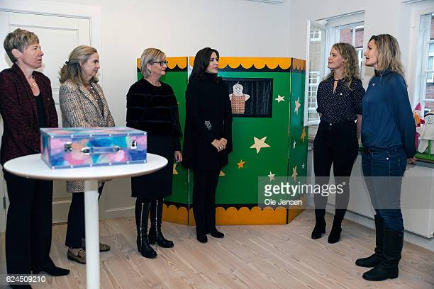 Crown Princess Mary visits the Danish Mother's Aid's new family councel house in Copenhagen Denmark on November 18 2016 At the photo the Crown...