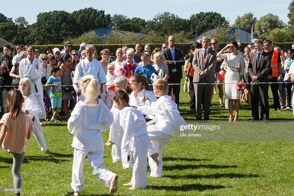 crown-princess-mary-watches-young-local-martial-art-practitioners-picture-id597627452