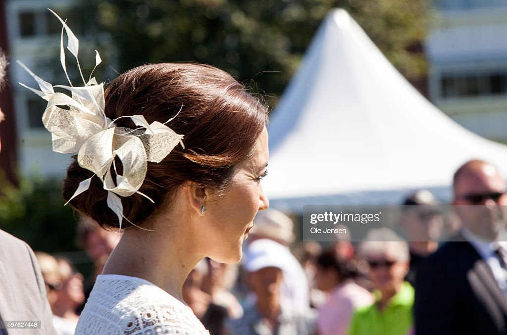 crown-princess-marys-headgearduring-her-visit-to-the-city-of-850-picture-id597627448