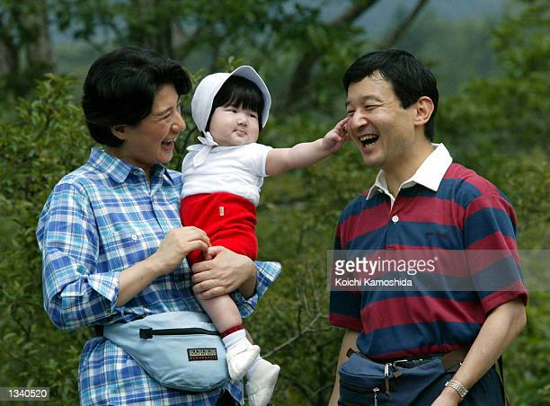 Crown Princess Masako and Crown Prince Naruhito along with daughter Princess Aiko in tow take a walk during a family outing August 16 2002 in Tochigi...