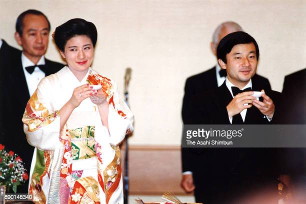 Crown Princess Masako and Crown Prince Naruhito toast during the 'Kyuchu KyoennoGi' wedding dinner at the Imperial Palace on June 17 1993 in Tokyo...