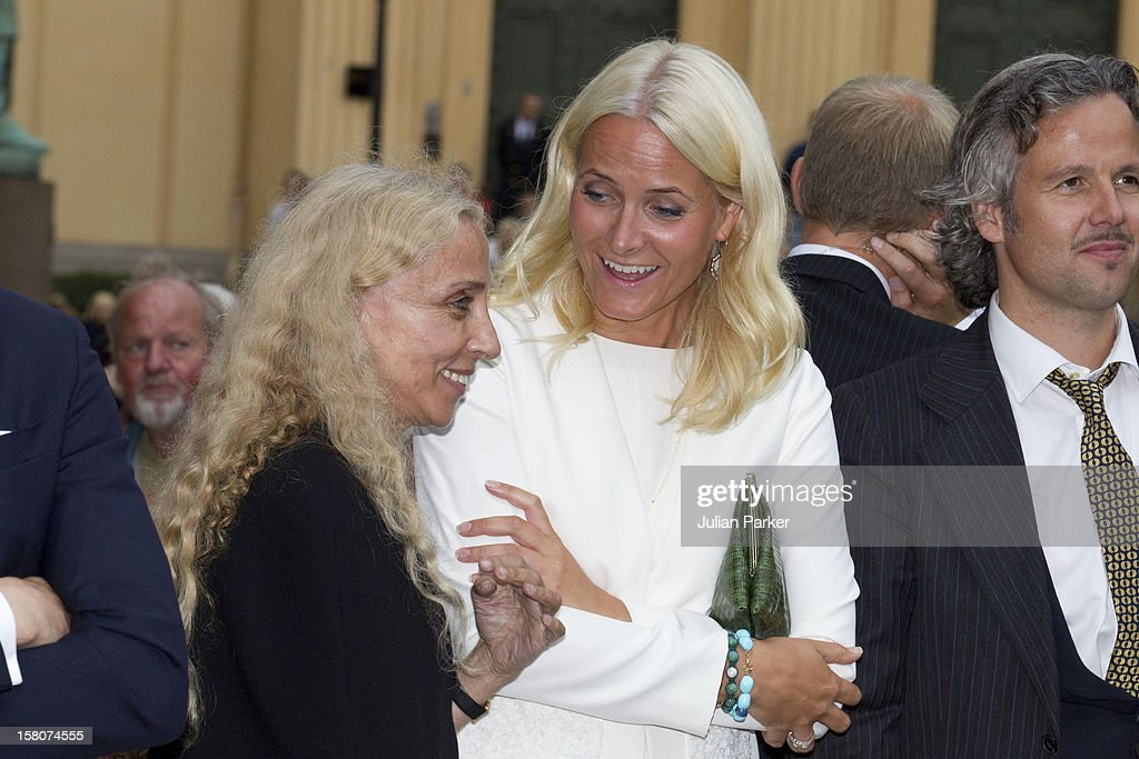 crown-princess-mette-marit-and-vogue-magazines-italian-editor-franca-picture-id158074555