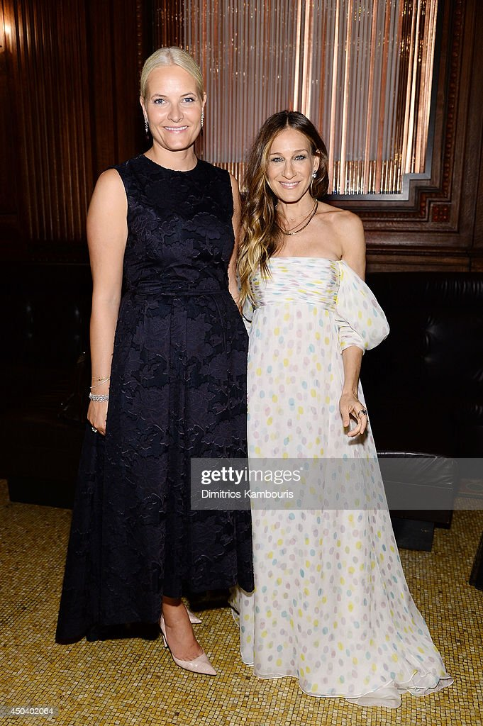 Crown Princess Mette-Marit of Norway and Actress and presenter Sarah Jessica Parker attend the amfAR Inspiration Gala New York 2014 at The Plaza Hotel on June 10, 2014 in New York City.