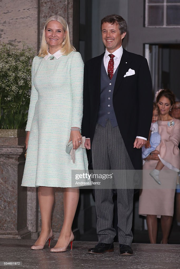 <a gi-track='captionPersonalityLinkClicked' href=/galleries/search?phrase=Crown+Princess+Mette-Marit&family=editorial&specificpeople=171288 ng-click='$event.stopPropagation()'>Crown Princess Mette-Marit</a> of Norway and Crown <a gi-track='captionPersonalityLinkClicked' href=/galleries/search?phrase=Prince+Frederik+of+Denmark&family=editorial&specificpeople=171286 ng-click='$event.stopPropagation()'>Prince Frederik of Denmark</a> are seen after the christening of Prince Oscar of Sweden at Royal Palace of Stockholm on May 27, 2016 in Stockholm, Sweden.