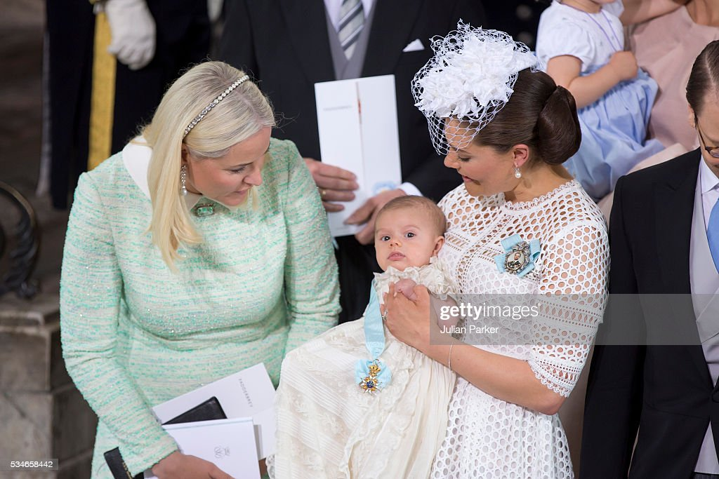 <a gi-track='captionPersonalityLinkClicked' href=/galleries/search?phrase=Crown+Princess+Mette-Marit&family=editorial&specificpeople=171288 ng-click='$event.stopPropagation()'>Crown Princess Mette-Marit</a> of Norway, and Crown Princess Victoria of Sweden holding Prince Oscar, Duke of Skane after the ceremony at the Royal Palace in Stockholm for the Christening of Prince Oscar of Sweden on May 27, 2016 in Stockholm, Sweden.