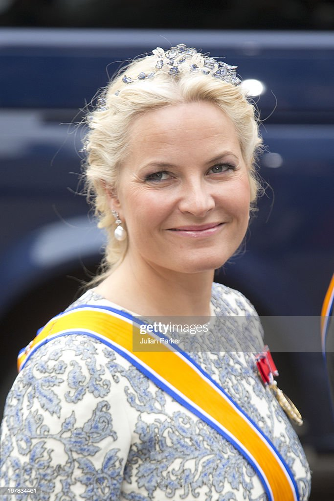 <a gi-track='captionPersonalityLinkClicked' href=/galleries/search?phrase=Crown+Princess+Mette-Marit&family=editorial&specificpeople=171288 ng-click='$event.stopPropagation()'>Crown Princess Mette-Marit</a> of Norway arrives at the Nieuwe Kerk in Amsterdam for the inauguration ceremony of King Willem Alexander of the Netherlands, on April 30, 2013 in Amsterdam, Netherlands.