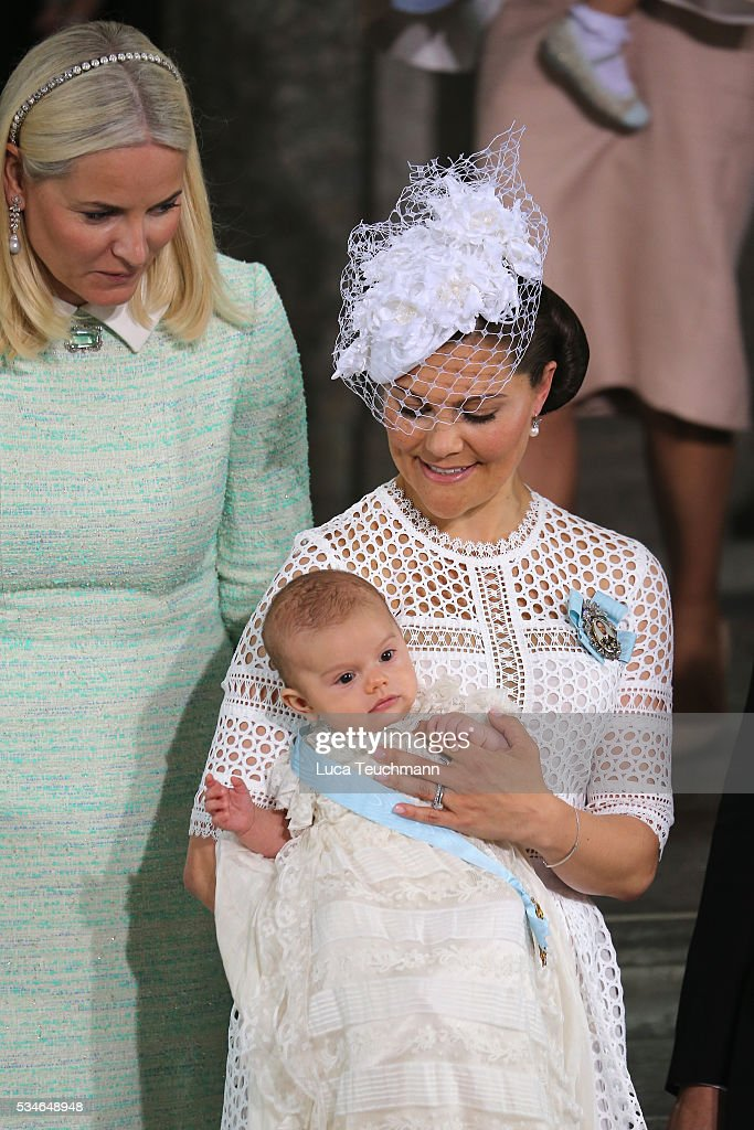 <a gi-track='captionPersonalityLinkClicked' href=/galleries/search?phrase=Crown+Princess+Mette-Marit&family=editorial&specificpeople=171288 ng-click='$event.stopPropagation()'>Crown Princess Mette-Marit</a> of Norway, <a gi-track='captionPersonalityLinkClicked' href=/galleries/search?phrase=Crown+Princess+Victoria+of+Sweden&family=editorial&specificpeople=160266 ng-click='$event.stopPropagation()'>Crown Princess Victoria of Sweden</a> and Prince Oscar of Sweden are seen at Drottningholm Palace for the Christening of Prince Oscar of Sweden on May 27, 2016 in Stockholm, Sweden.