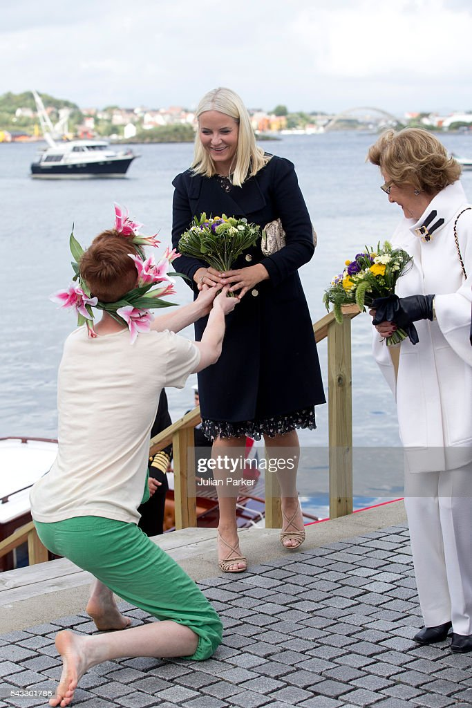 <a gi-track='captionPersonalityLinkClicked' href=/galleries/search?phrase=Crown+Princess+Mette-Marit&family=editorial&specificpeople=171288 ng-click='$event.stopPropagation()'>Crown Princess Mette-Marit</a> of Norway is presented with a bouquet of flowers, watched by <a gi-track='captionPersonalityLinkClicked' href=/galleries/search?phrase=Queen+Sonja+of+Norway&family=editorial&specificpeople=160334 ng-click='$event.stopPropagation()'>Queen Sonja of Norway</a>, ( right ), on a visit to Stavanger, during the King and Queen of Norway's Silver Jubilee Tour, on June 27, 2016 in Stavanger, Norway.
