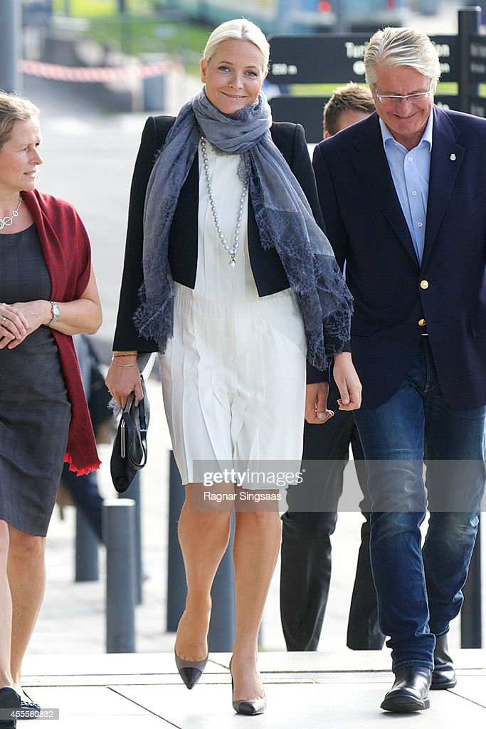 <a gi-track='captionPersonalityLinkClicked' href=/galleries/search?phrase=Crown+Princess+Mette-Marit&family=editorial&specificpeople=171288 ng-click='$event.stopPropagation()'>Crown Princess Mette-Marit</a> of Norway visits the exhibition 'Kaleidoscope' in Oslo Town Hall on September 17, 2014 in Oslo, Norway.