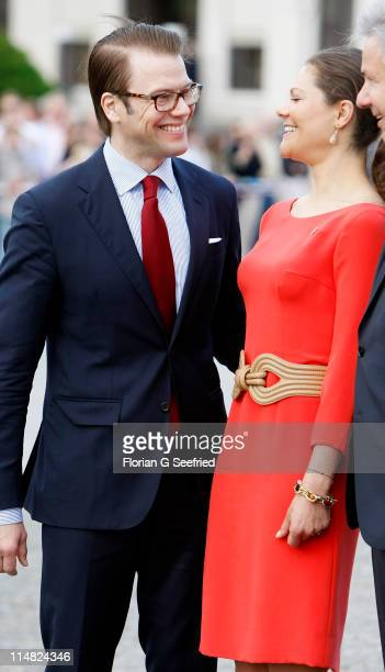 Crown Princess Victoria of Sweden and her husband Prince Daniel Duke of Vastergotland visit the Brandenburg Gate on May 27 2011 in Berlin Germany
