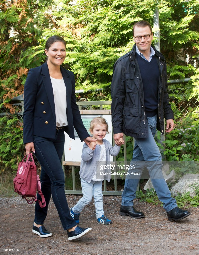 <a gi-track='captionPersonalityLinkClicked' href=/galleries/search?phrase=Crown+Princess+Victoria+of+Sweden&family=editorial&specificpeople=160266 ng-click='$event.stopPropagation()'>Crown Princess Victoria of Sweden</a> and Prince Daniel, Duke of Vastergotland attend a photocall on <a gi-track='captionPersonalityLinkClicked' href=/galleries/search?phrase=Princess+Estelle&family=editorial&specificpeople=8948207 ng-click='$event.stopPropagation()'>Princess Estelle</a>'s first day at pre-school on August 25, 2014 in Stockholm, Sweden.