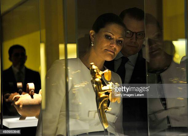 Crown Princess Victoria of Sweden and Prince Daniel of Sweden look at a prehispanic piece during a visit to the Gold Museum on October 23 2015 in...