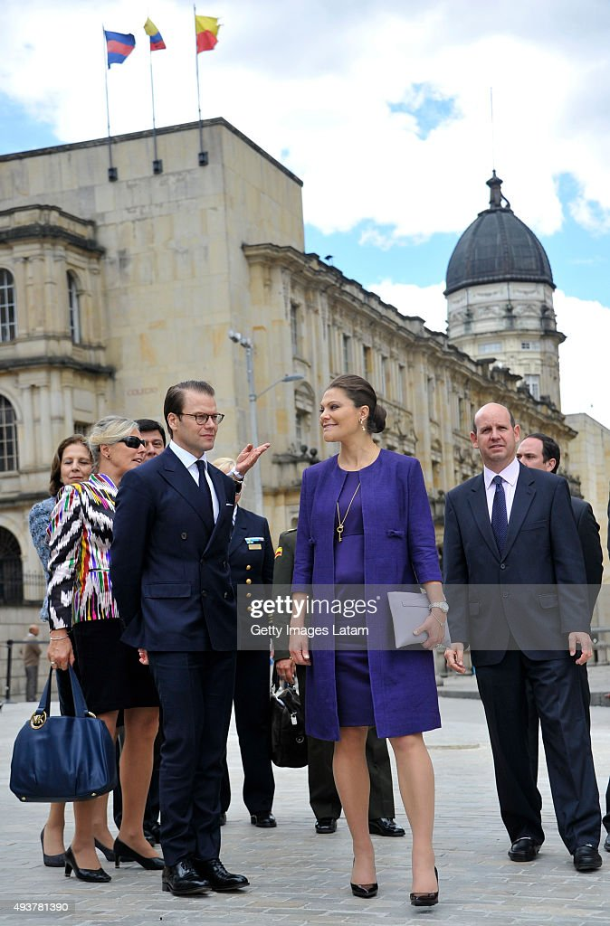 Crown Princess Victoria of Sweden and Prince Daniel of Sweden visit Bogota's main square after having a private meeting with Colombia's president Juan Manuel Santos during an official visit at Presidential Palace Casa de Nariño on October 22, 2015 in Bogota, Colombia.
