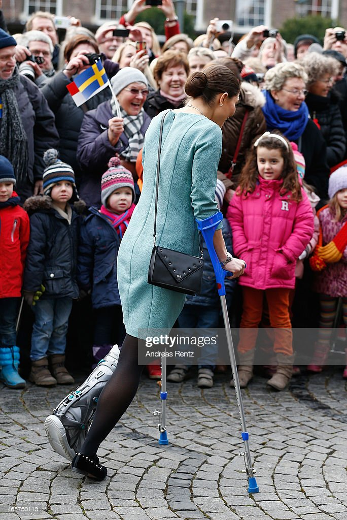 <a gi-track='captionPersonalityLinkClicked' href=/galleries/search?phrase=Crown+Princess+Victoria+of+Sweden&family=editorial&specificpeople=160266 ng-click='$event.stopPropagation()'>Crown Princess Victoria of Sweden</a> arrives at the town hall on January 29, 2014 in Dusseldorf, Germany.