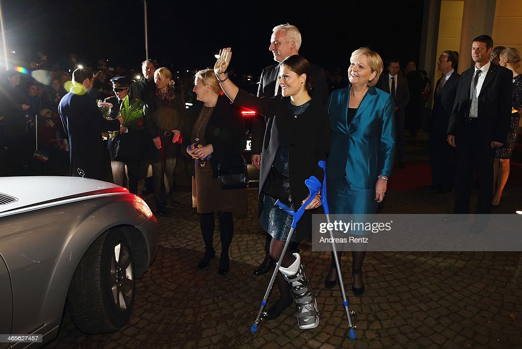 <a gi-track='captionPersonalityLinkClicked' href=/galleries/search?phrase=Crown+Princess+Victoria+of+Sweden&family=editorial&specificpeople=160266 ng-click='$event.stopPropagation()'>Crown Princess Victoria of Sweden</a> arrives for a dinner with <a gi-track='captionPersonalityLinkClicked' href=/galleries/search?phrase=Hannelore+Kraft&family=editorial&specificpeople=4643983 ng-click='$event.stopPropagation()'>Hannelore Kraft</a> (R), Governor of North Rhine-Westphalia during her visit to North Rhine-Westphalia at Castle of Eller on January 28, 2014 in Dusseldorf, Germany.