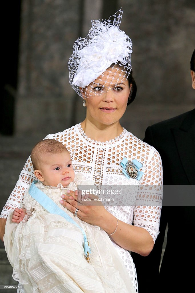 <a gi-track='captionPersonalityLinkClicked' href=/galleries/search?phrase=Crown+Princess+Victoria+of+Sweden&family=editorial&specificpeople=160266 ng-click='$event.stopPropagation()'>Crown Princess Victoria of Sweden</a> holds Prince Oscar, Duke of Skane after the ceremony at The Royal Palace for the Christening of Prince Oscar of Sweden on May 27, 2016 in Stockholm, Sweden.