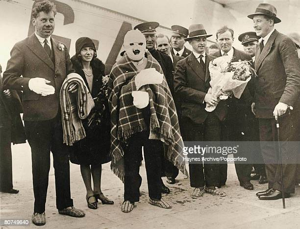 1930 Croydon England The last three survivors of the R101 Airship disaster in Beauvais France arrive home heavily bandaged LR in hospital slippers Mr...