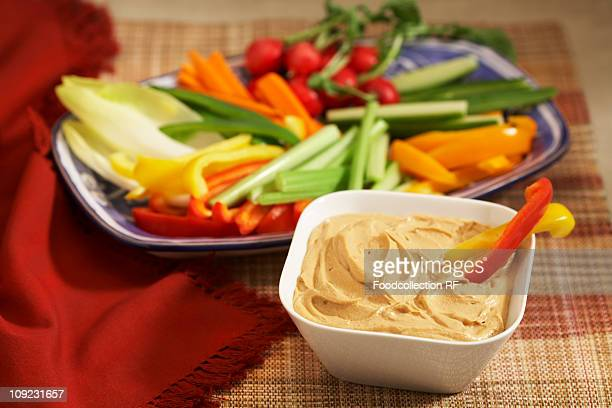Crudites with hummus in bowl