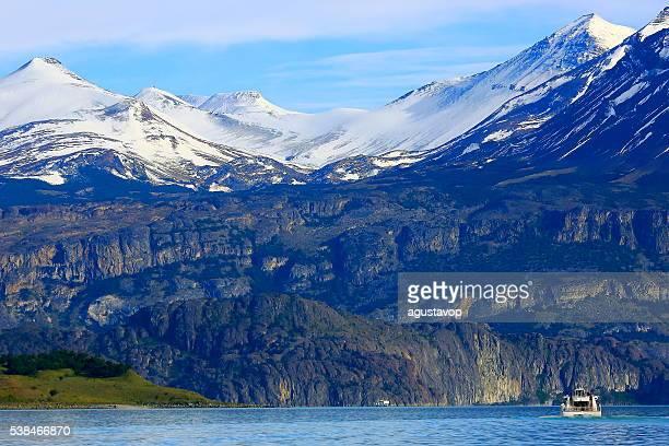 Croisière voyage dans le Lac Argentine, enneigés des montagnes et des glaciers, la Patagonie