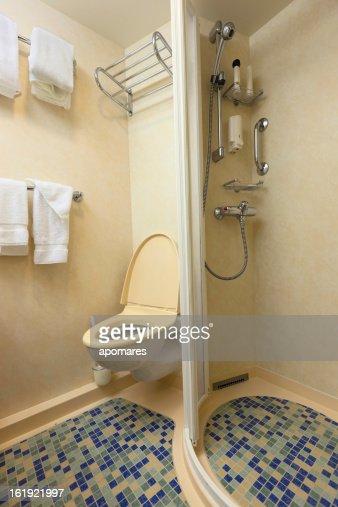 navire de croisi re de classe compacte salle de bains photo getty images. Black Bedroom Furniture Sets. Home Design Ideas