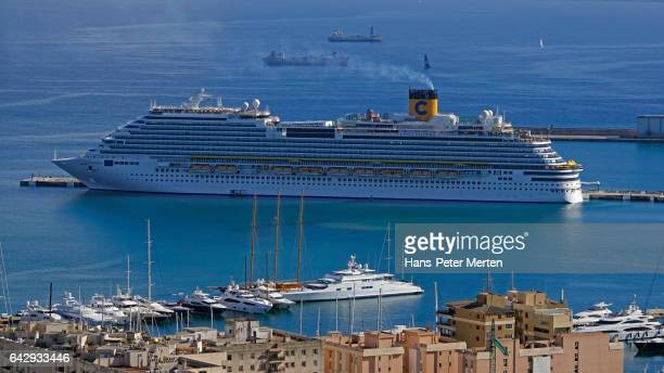 Cruise ship in the harbour of Palma de Mallorca, Majorca, Balearic Islands, Spain
