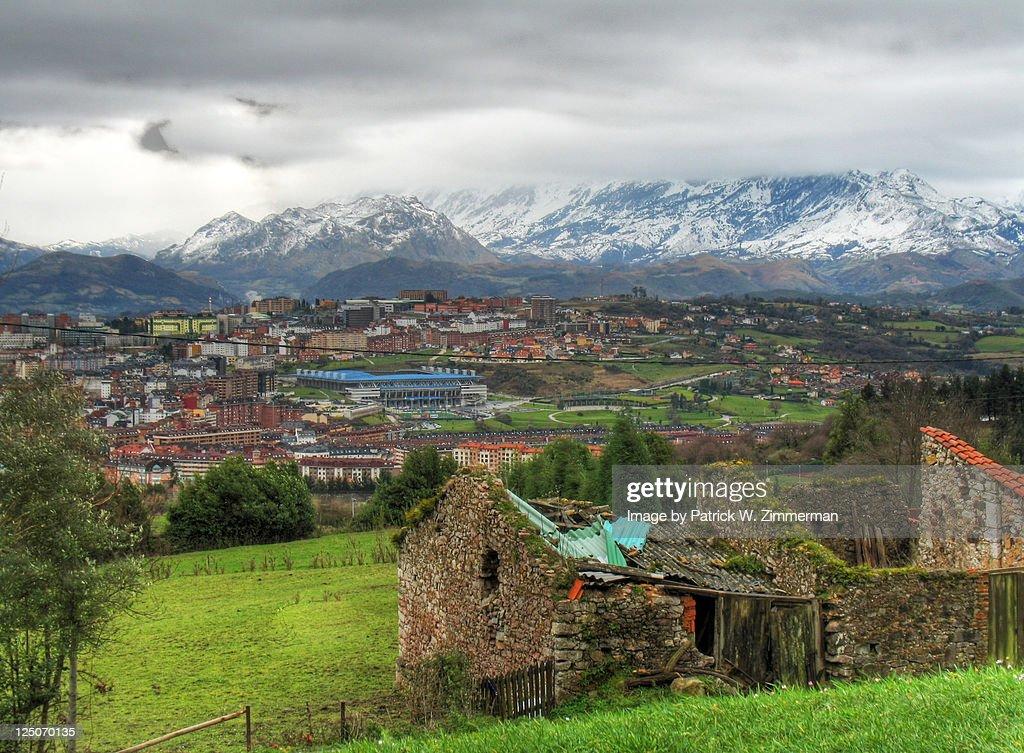 Crumbling barn above Oviedo on Monte Naranco