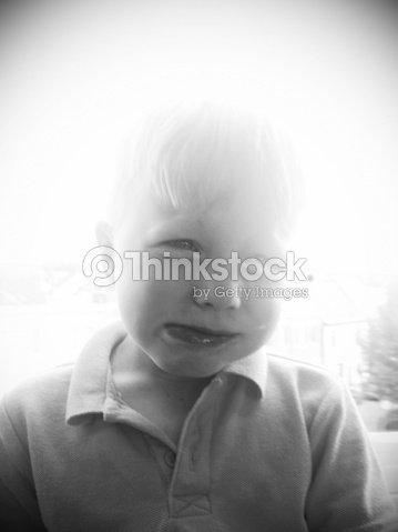 Llorando Cuatro Años Lágrima De Emoción Triste Muchacho Morder Mueca