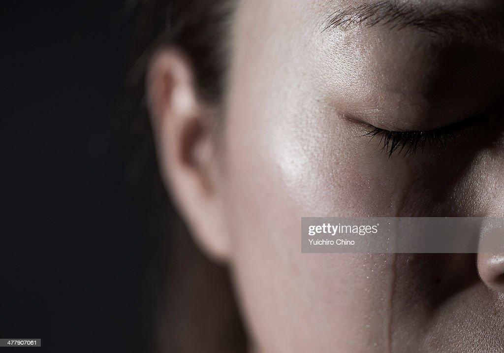 Crying young woman : Foto de stock