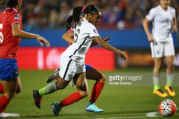 Crystal Dunn of USA dribbles the ball against Costa Rica during the 2016 CONCACAF Women's Olympic Qualifying at Toyota Stadium on February 10 2016 in...