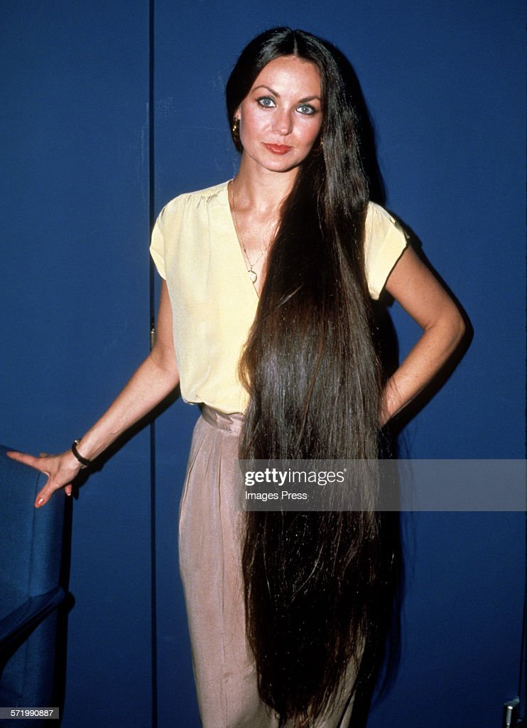 <a gi-track='captionPersonalityLinkClicked' href=/galleries/search?phrase=Crystal+Gayle&family=editorial&specificpeople=1537366 ng-click='$event.stopPropagation()'>Crystal Gayle</a> circa 1980s in New York City.